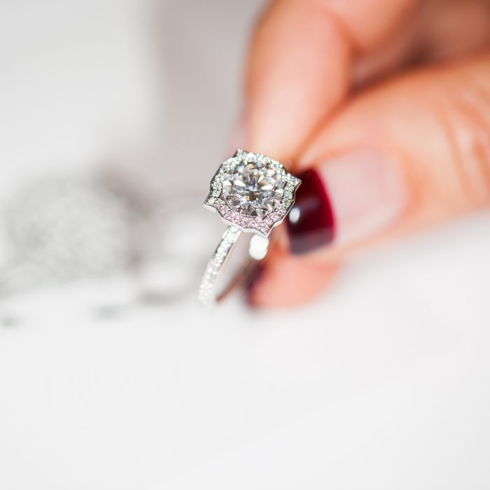 Harry Winston_Engagement Ring_Diamond_GEMOLOGUE by Liza Urla_jewelry blog_jewellery 03