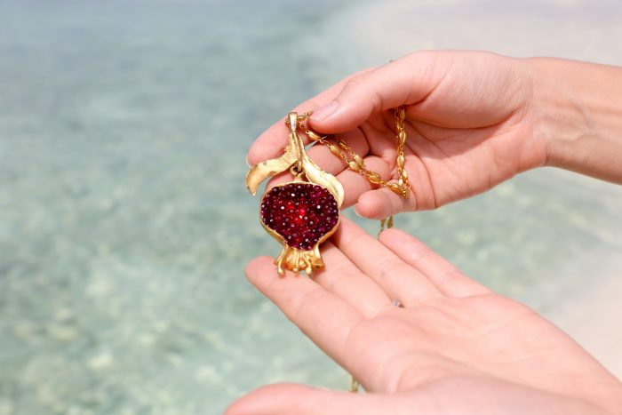 gemologue_liza-urla_jewellery-review_gypsy-jewelry_pomegranate-necklace_05