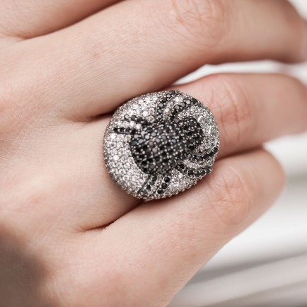 Jane-Berg-jewelry-review-gemologue-liza-urla-diamond ring