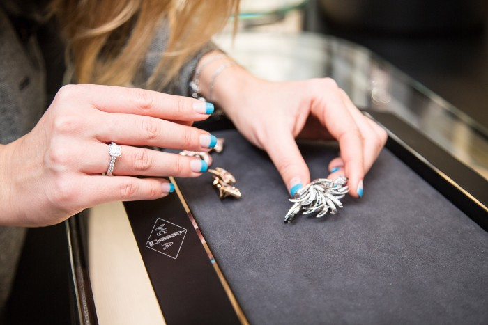 VAN CLEEF & ARPELS_GEMOLOGUE_London_9 Bond Street_Liza Urla_Jewelry Blog 25