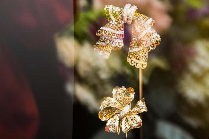 VAN CLEEF & ARPELS_GEMOLOGUE_London_9 Bond Street_Liza Urla_Jewelry Blog 3