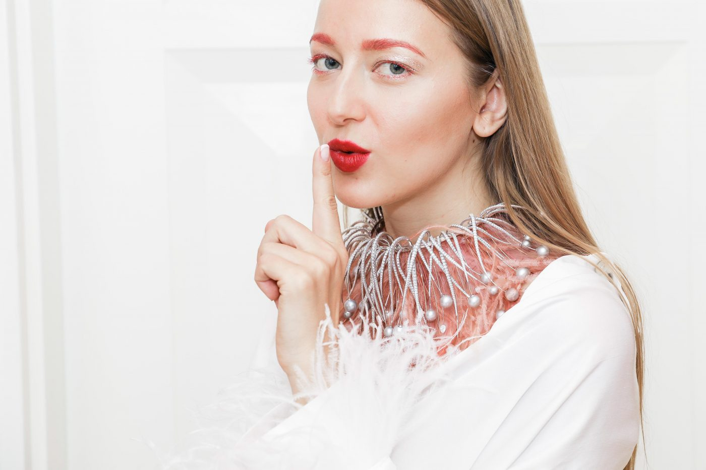 WHAT GOES INTO WINNING COUTURE DESIGN AWARDS? MIKE JOSEPH FEATHER CHOKER REVIEW